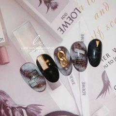 黑色日式贝壳片钻晕染紫色圆形金属饰品美甲图片