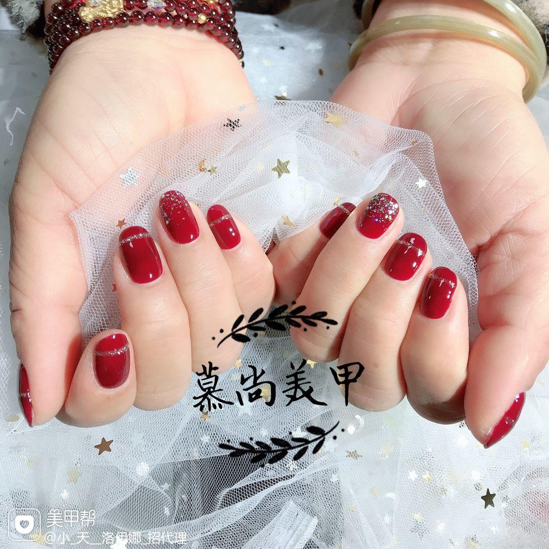 酒红色圆形简约手绘渐变显白新娘美甲图片