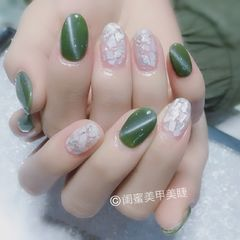 圆形韩式绿色白色贝壳片美甲图片