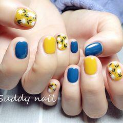 蓝色方圆形手绘可爱春天黄色美甲图片
