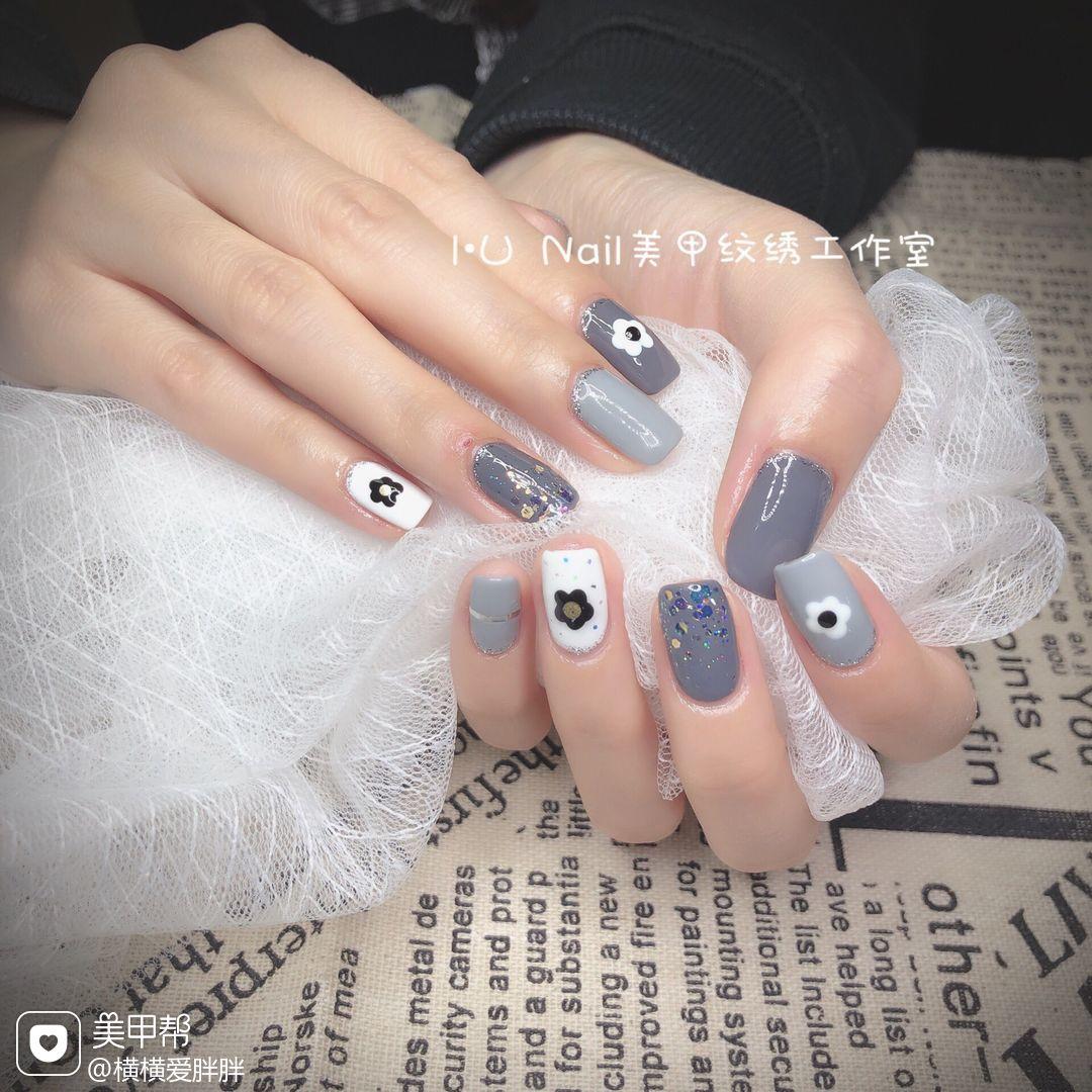 灰色方形网红亮片泫雅小花美甲图片