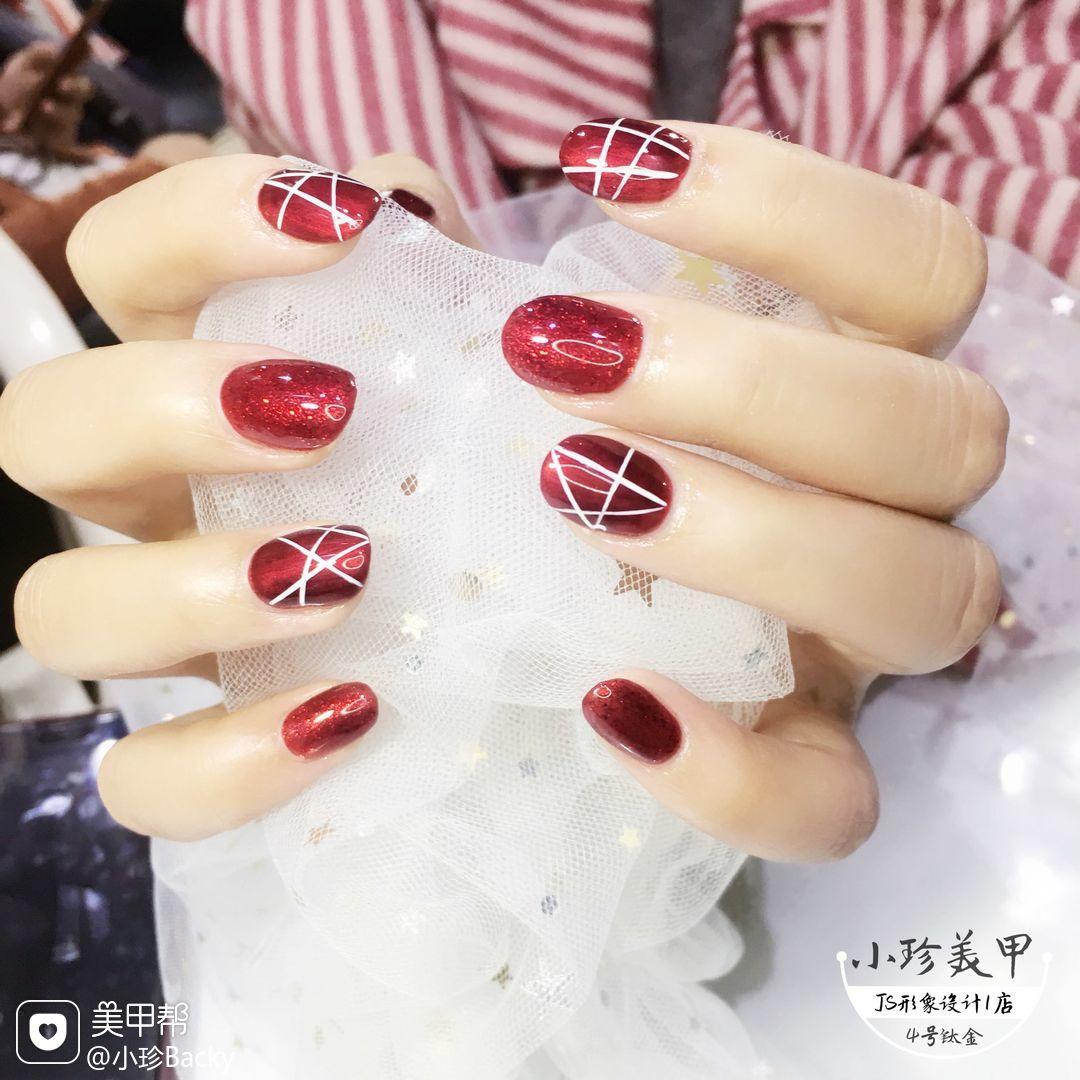 酒红色圆形手绘线条钛金红,这个颜色特别显白美甲图片