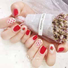 红色方形白色手绘草莓波点美甲图片