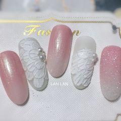 渐变磨砂新娘珍珠圆形粉色白色手绘花朵粉色渐变 珍珠贝壳胶 立体羽毛美甲图片