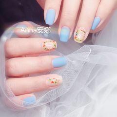 方圆形蓝色干花磨砂春天美甲图片
