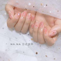 圆形日式贝壳片晕染渐变春天粉色美甲图片