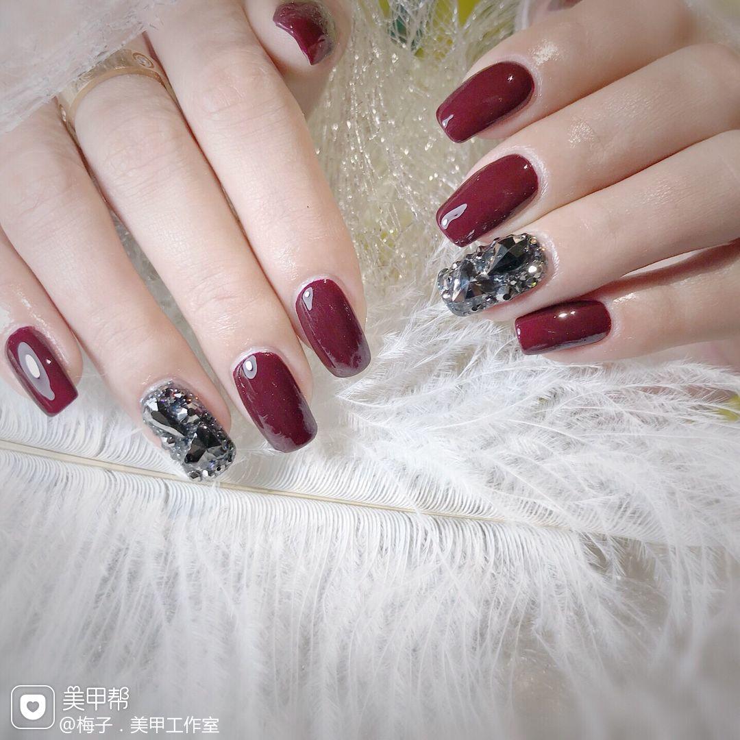 红色方圆形钻新娘美甲图片