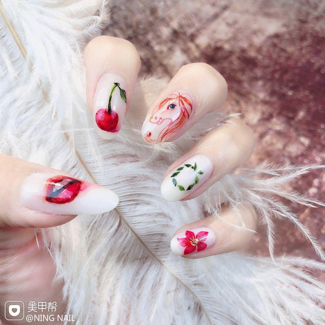 圆形手绘日式红色樱桃水果树叶美甲图片