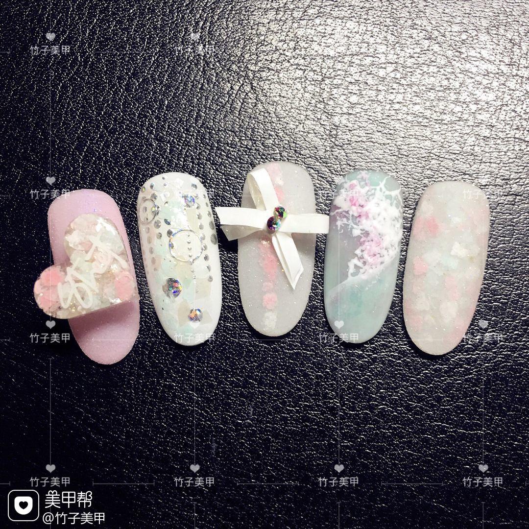 晕染圆形粉色蓝色手绘雕花心形蝴蝶结日式美甲图片
