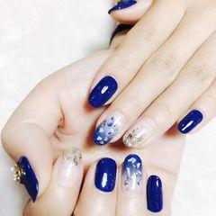 蓝色圆形贝壳片日式钻渐变美甲图片