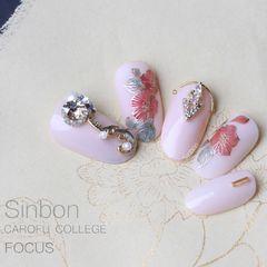 圆形手绘粉色金色花朵钻日式美甲图片