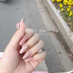 尖形渐变日式粉色金属饰品美甲图片