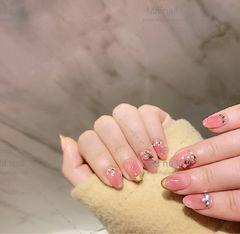 圆形粉色钻法式新娘美甲图片