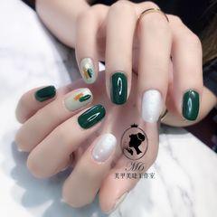 绿色灰色方圆形晕染金箔白色美甲图片