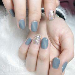 蓝色圆形日式猫眼贝壳片金箔美甲图片