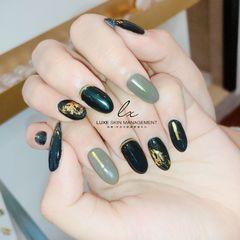 黑色灰色简约金箔圆形美甲图片