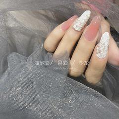 尖形磨砂新娘美甲图片