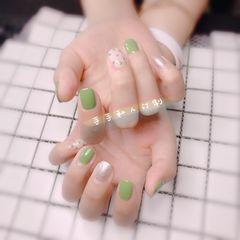 绿色方圆形波点银色跳色春天美甲图片