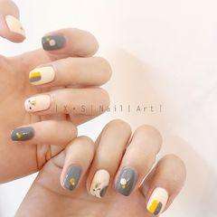 灰色方圆形手绘日式简约黄色美甲图片