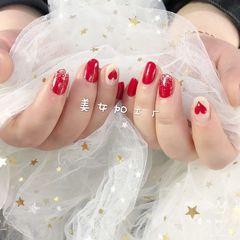 红色圆形渐变手绘简约心形金箔新娘美甲图片