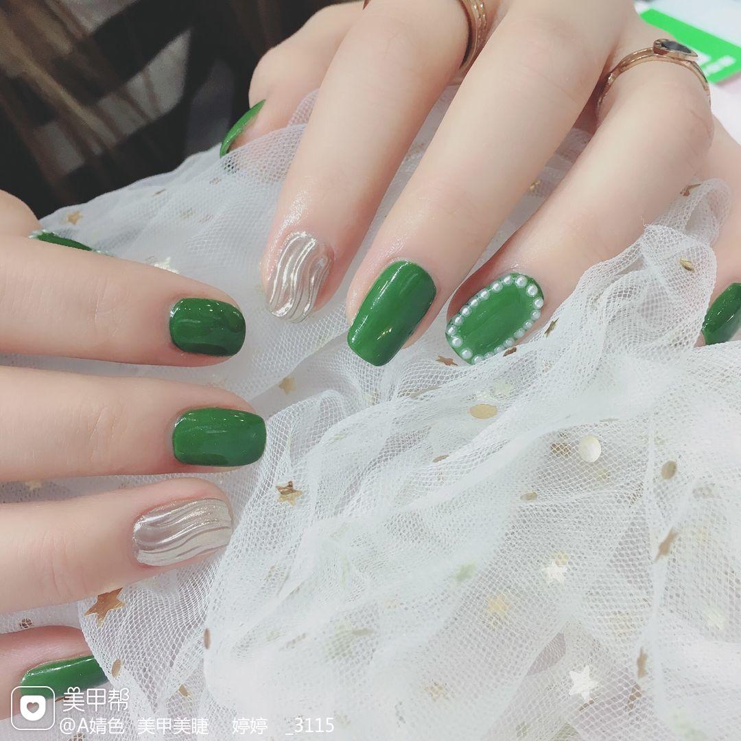 绿色方圆形简约日式水波纹珍珠美甲图片