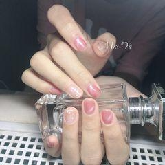 圆形粉色猫眼贝壳片短指甲简约上班族美甲图片