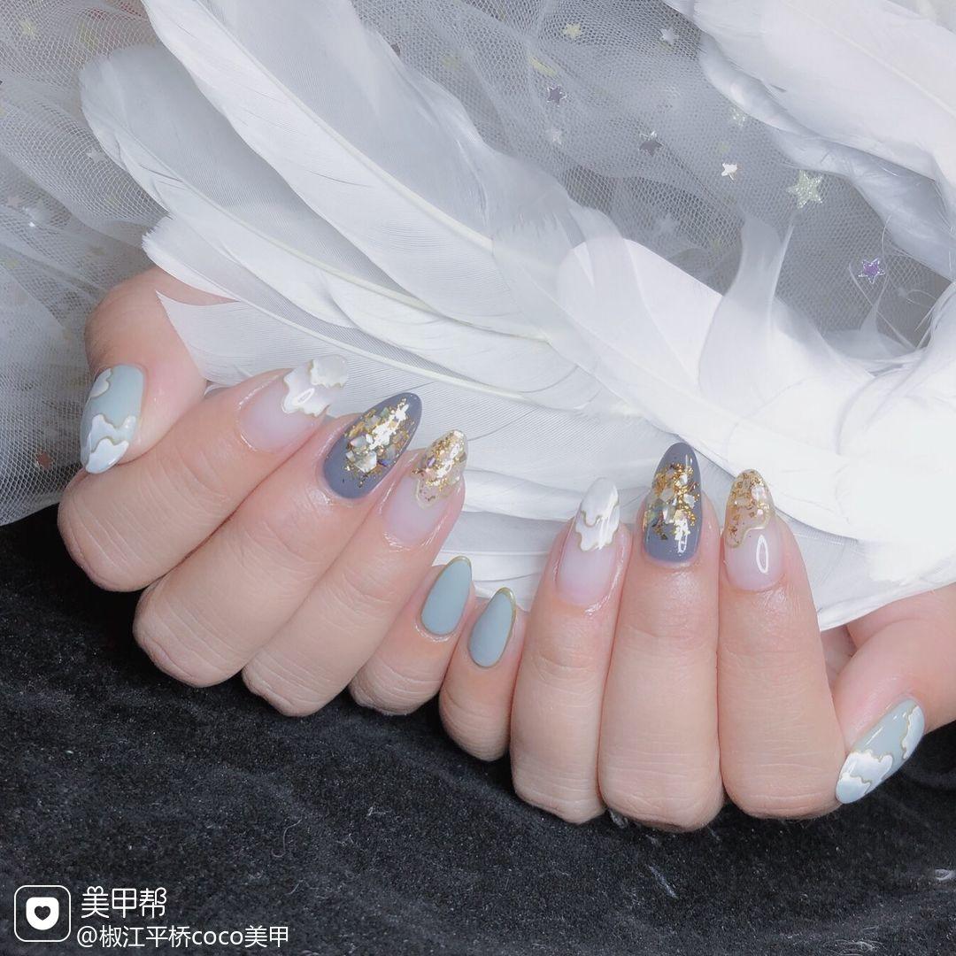 蓝色灰色尖形晕染手绘日式贝壳片美甲图片