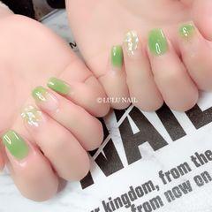 绿色方圆形贝壳片金箔渐变美甲图片