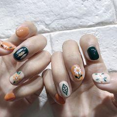 圆形绿色橙色白色手绘花朵树叶跳色美甲图片