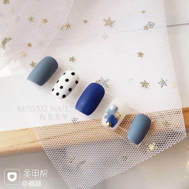 蓝色方圆形磨砂简约波点灰色晕染美甲图片