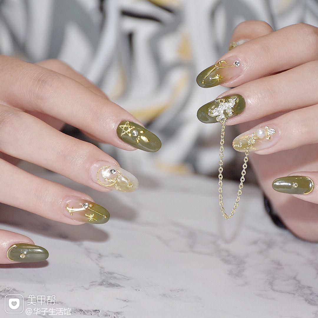 绿色圆形日式晕染金箔钻美甲图片