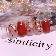 红色方圆形贝壳片金箔新娘美甲图片