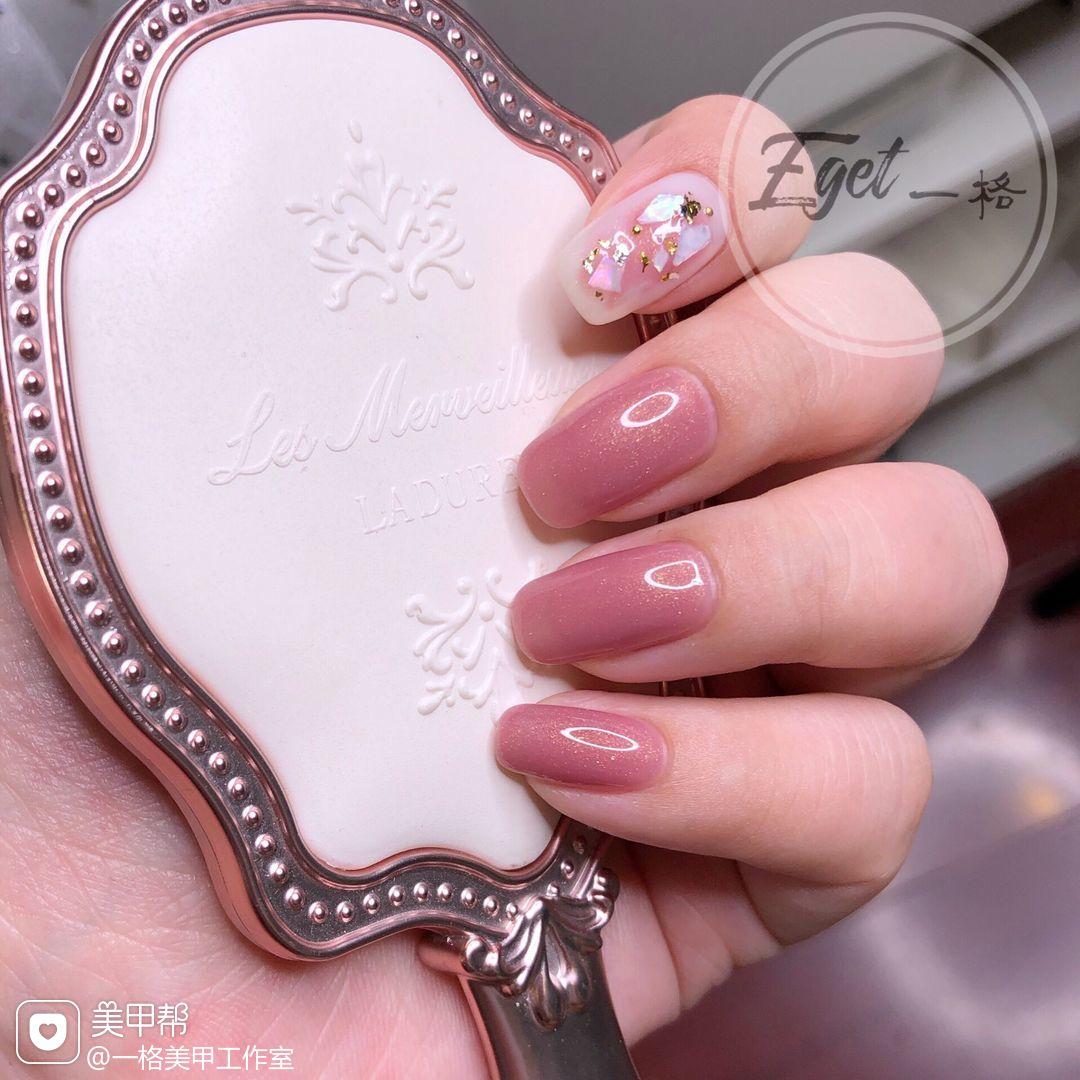 方圆形新娘晕染金箔贝壳片粉色美甲图片