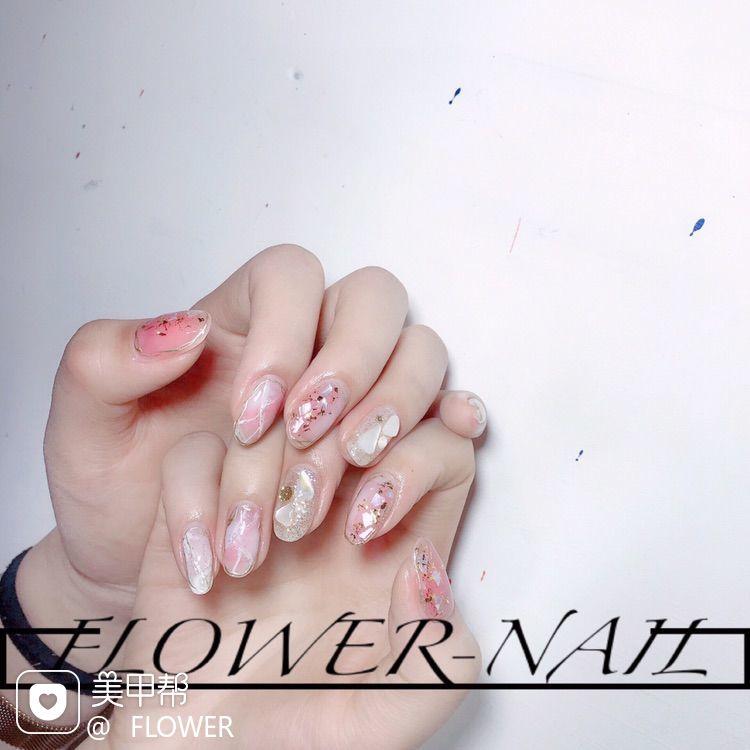 晕染金箔贝壳片日式乳白色粉色美甲图片