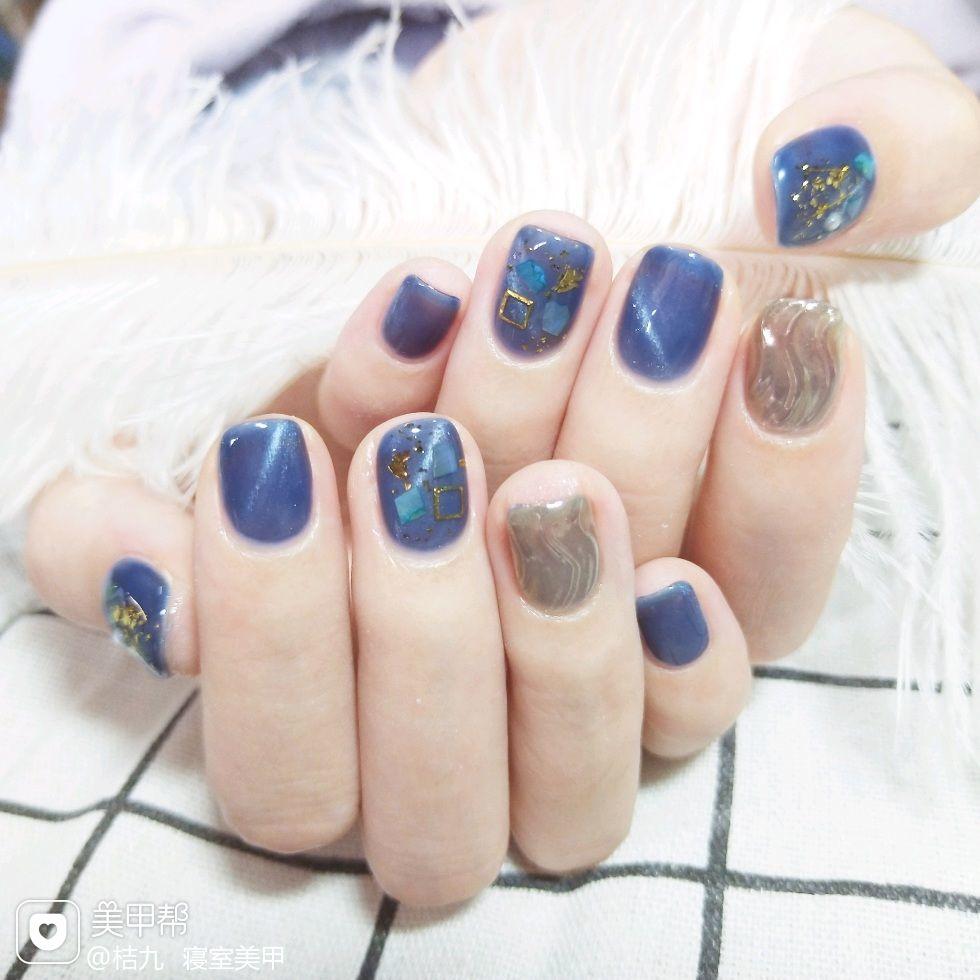 蓝色方圆形贝壳片有点喜欢的一款美甲图片