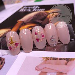 圆形新娘上班族日式简约粉色干花美甲图片