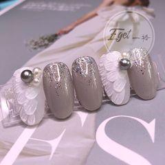 灰色圆形磨砂金箔日式新娘珍珠美甲图片