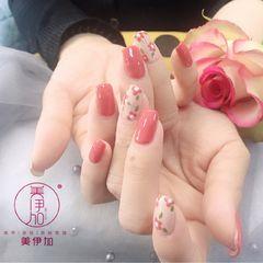 方形手绘粉色花朵春天美甲图片