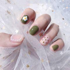 绿色方圆形简约手绘波点珍珠美甲图片