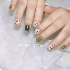 绿色方圆形手绘短甲春天树叶美甲图片