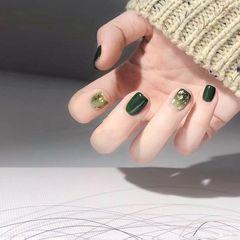 绿色方圆形简约贝壳片金箔渐变美甲图片