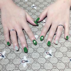 绿色方圆形简约手绘炫雅风美甲图片