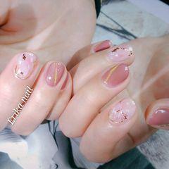 圆形粉色猫眼晕染金箔简约上班族短指甲美甲图片