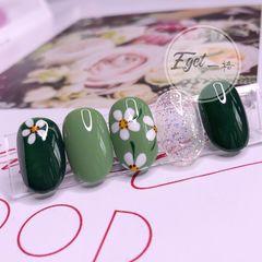 绿色圆形手绘上班族简约花朵美甲图片