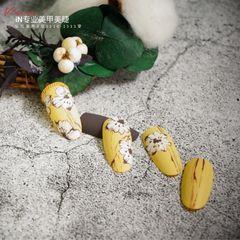圆形手绘磨砂日式上班族黄色美甲图片