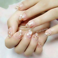 圆形日式手绘粉色裸色贝壳片金箔美甲图片