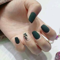 绿色方形磨砂手绘美甲图片