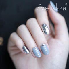 银色水波纹圆形蓝色钻美甲图片