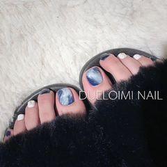 蓝色方形脚夏天晕染白色手绘美甲图片