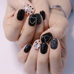 裸色波点黑色韩式心形圆形钻美甲图片